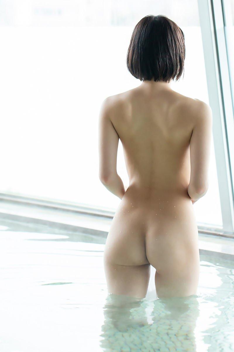 美尻とクビレの曲線美 (5)