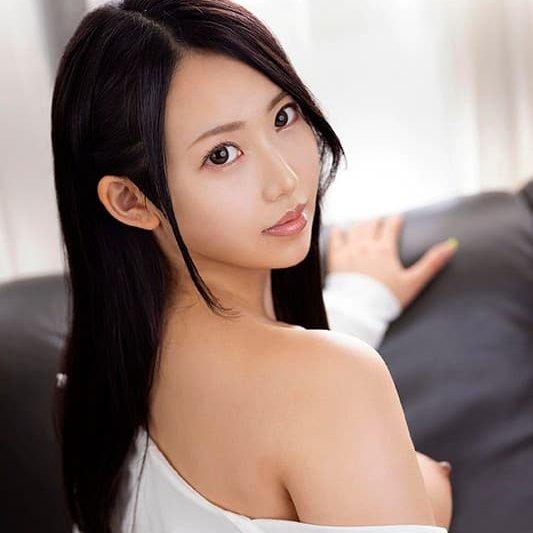 巨乳で巨尻の美少女が欲情SEX、朝陽えま (1)