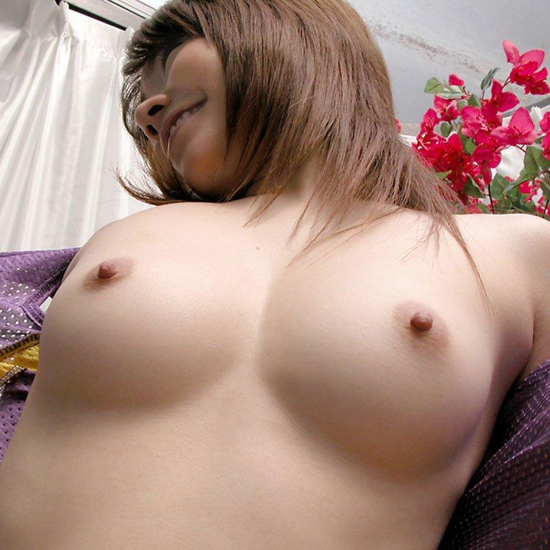 見事な巨乳に見事な乳首という素晴らしき美巨乳娘たち