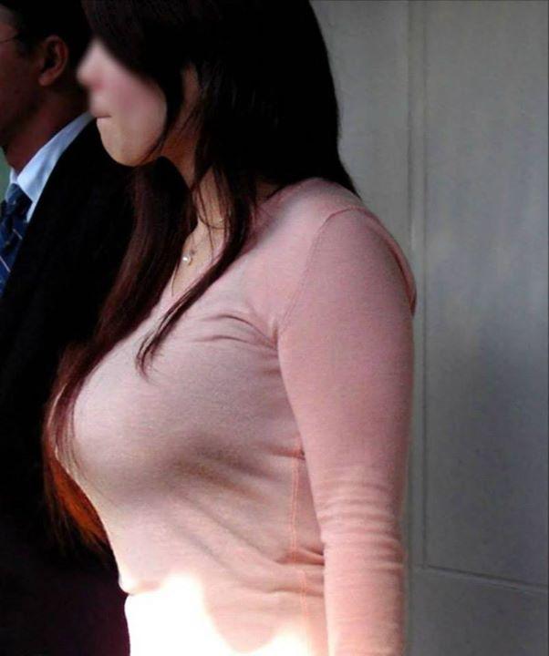 着衣状態でもハッキリ分かる巨乳 (11)
