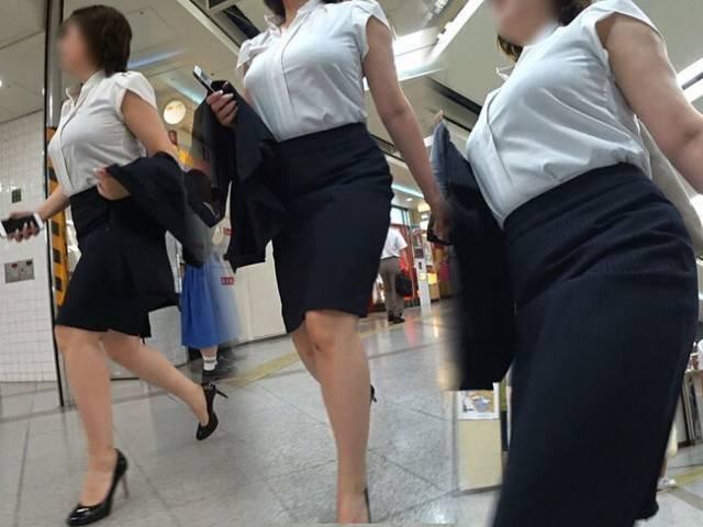 着衣巨乳の素人OL (11)