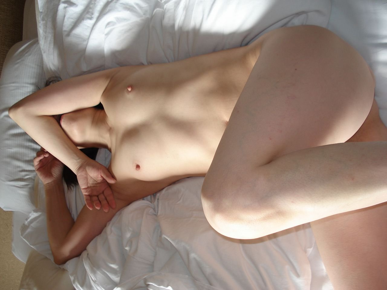 生々しい素人女性のヌード (12)