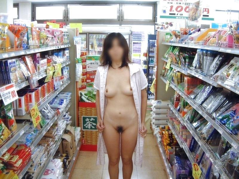 お店の中で裸になる露出狂 (2)