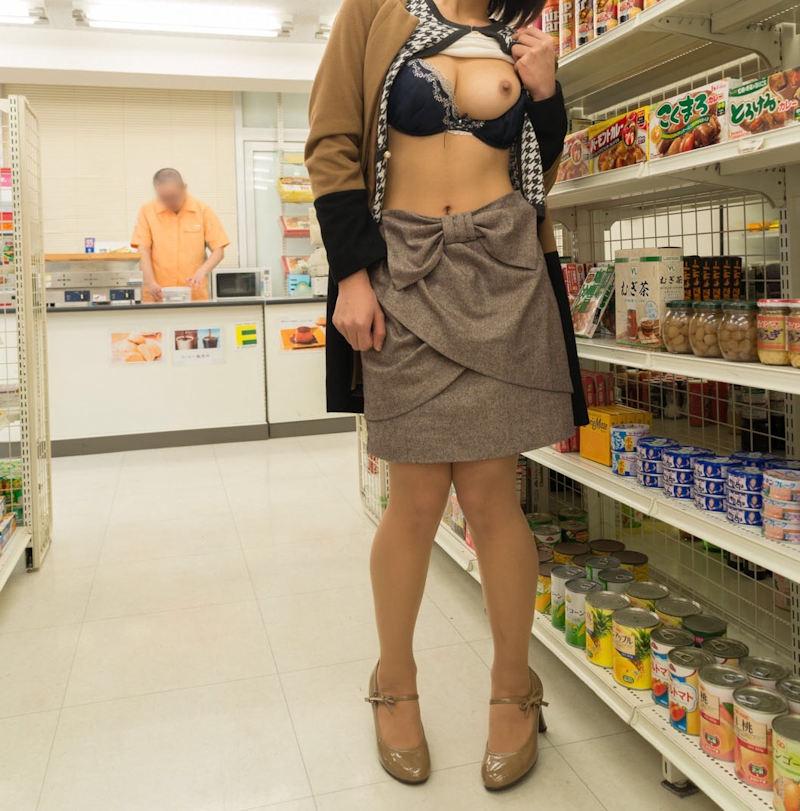 お店の中で裸になる露出狂 (6)
