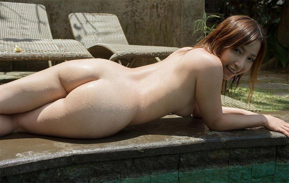 見事な生尻を披露する女性 (17)