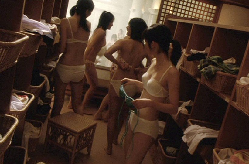 銭湯や温泉の脱衣所で裸になる素人女子 (7)
