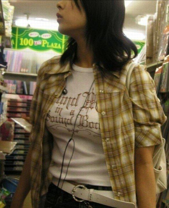 着衣でも巨乳や爆乳が目立つ素人女子 (19)