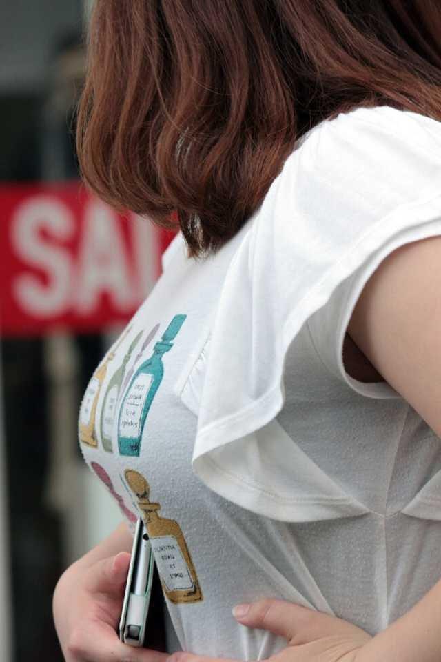 着衣巨乳が目立ちまくる素人女子 (18)