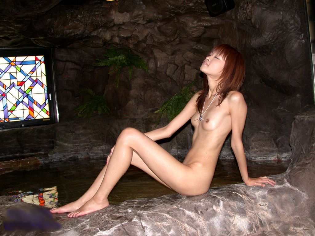 ちっぱいも魅力的な貧乳ヌード (12)