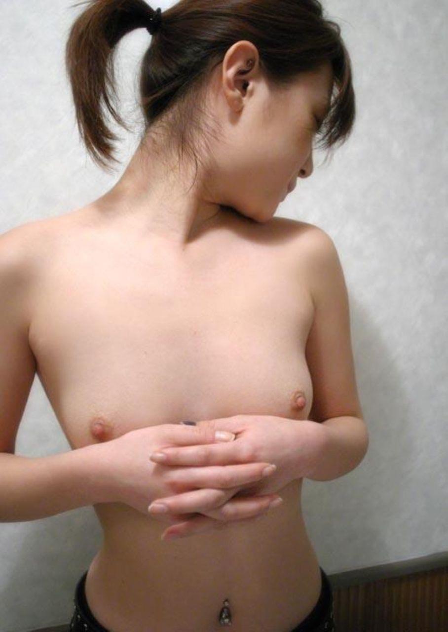 ちっぱいも魅力的な貧乳ヌード (4)