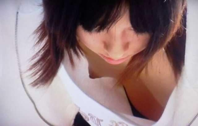 乳首チラしてる素人女子 (13)