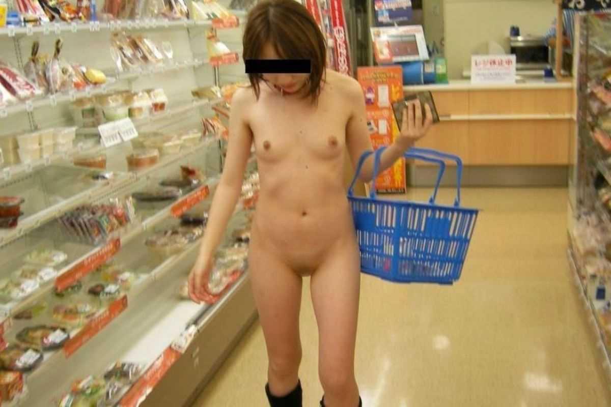 店内露出して撮影されてる素人女子 (3)