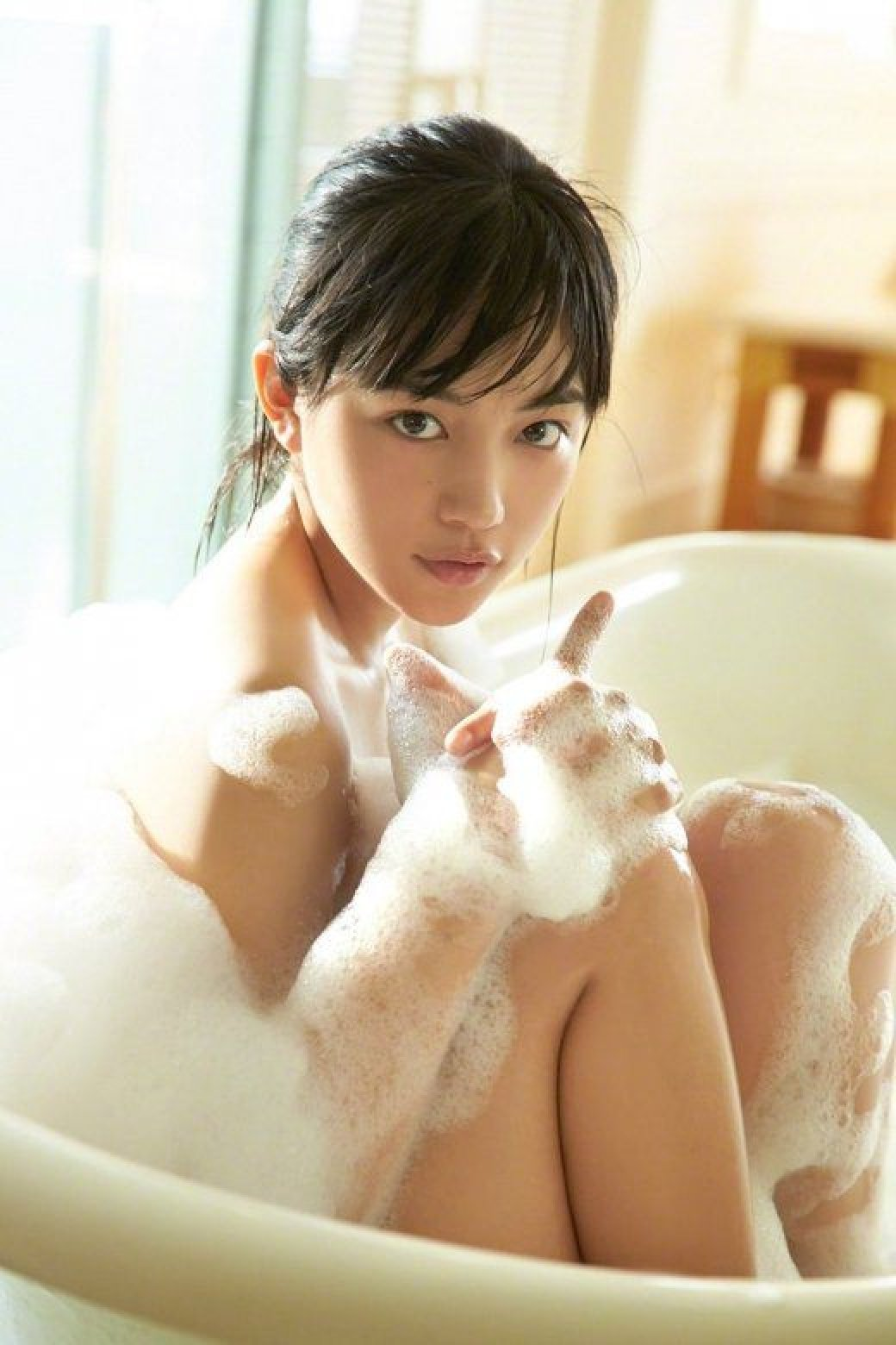 美人芸能人の入浴シーン (11)