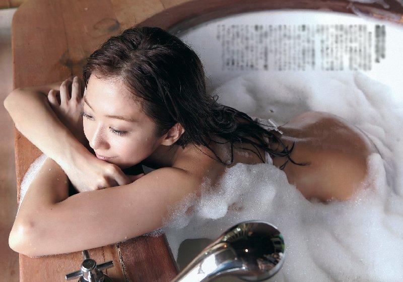 美人芸能人の入浴シーン (8)