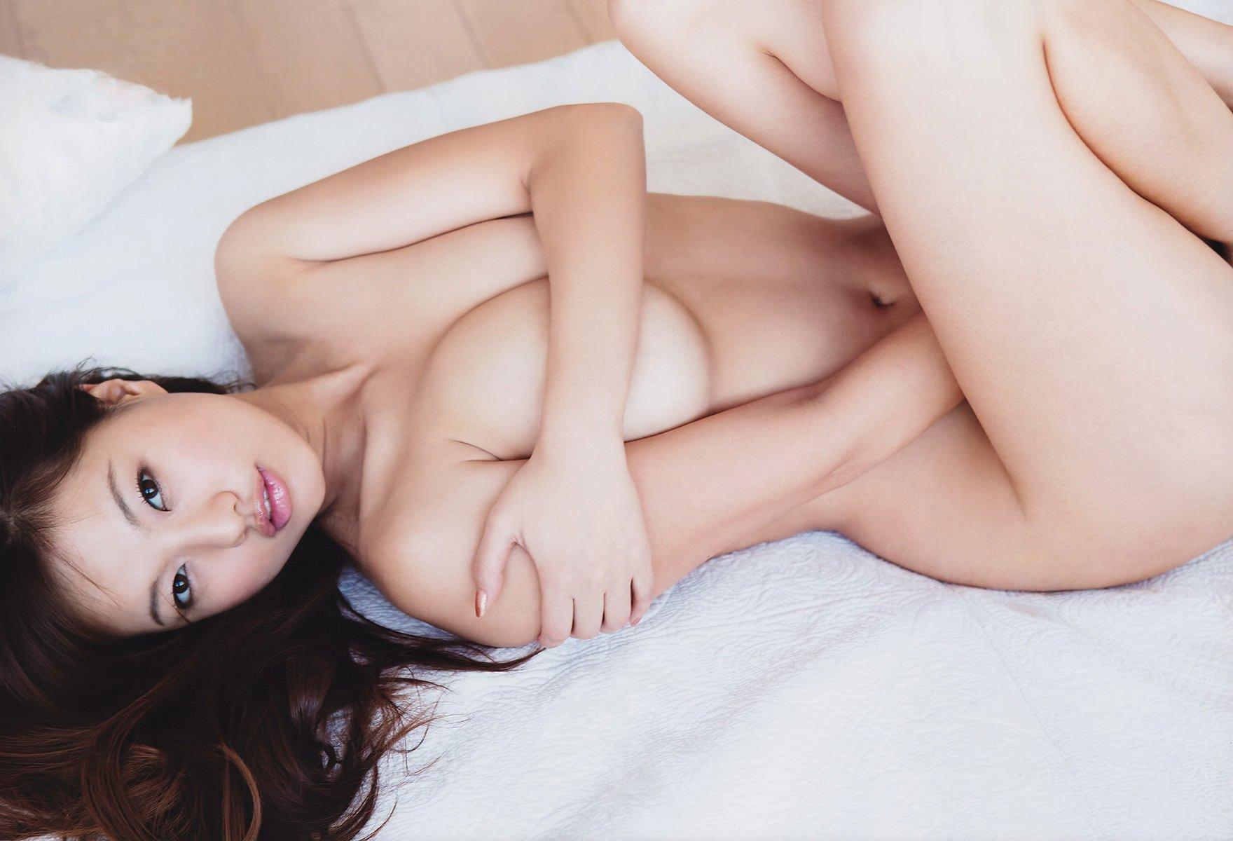 乳首だけ隠すセミヌードの芸能人 (12)