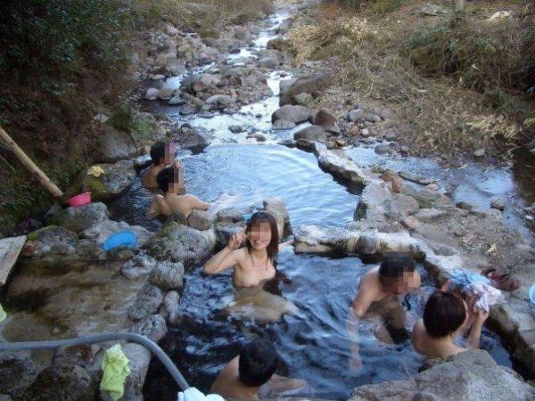 混浴の温泉にいた素っ裸の素人女性 (14)