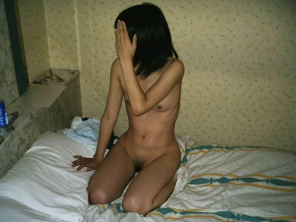 ヌード撮影はOKでも顔はNGな女性 (5)