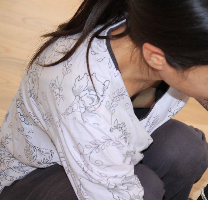 乳首チラしてる無防備な素人女子 (3)
