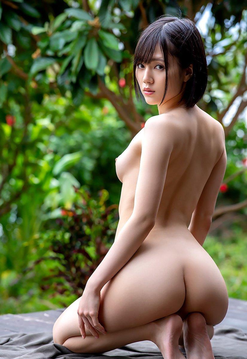 腰のクビレと尻が美しい (3)