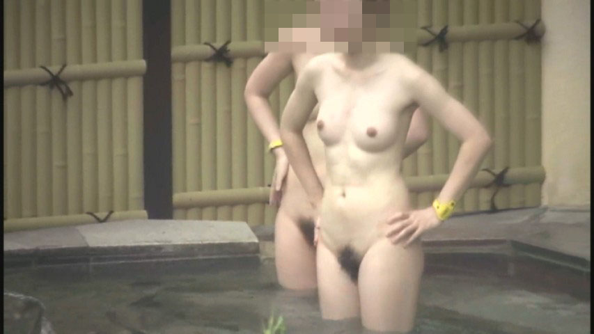 巨乳が太陽に照らされる素人女子の入浴姿 (16)