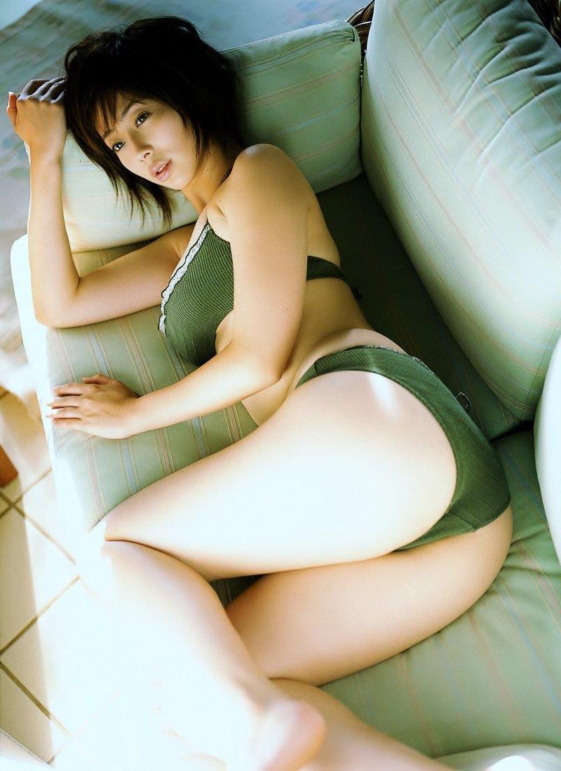 四つん這いのグラビアアイドルのお尻 (3)