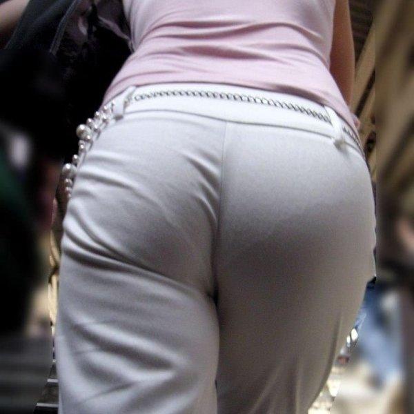 白い服を着てパンツが透けてる素人女子 (1)
