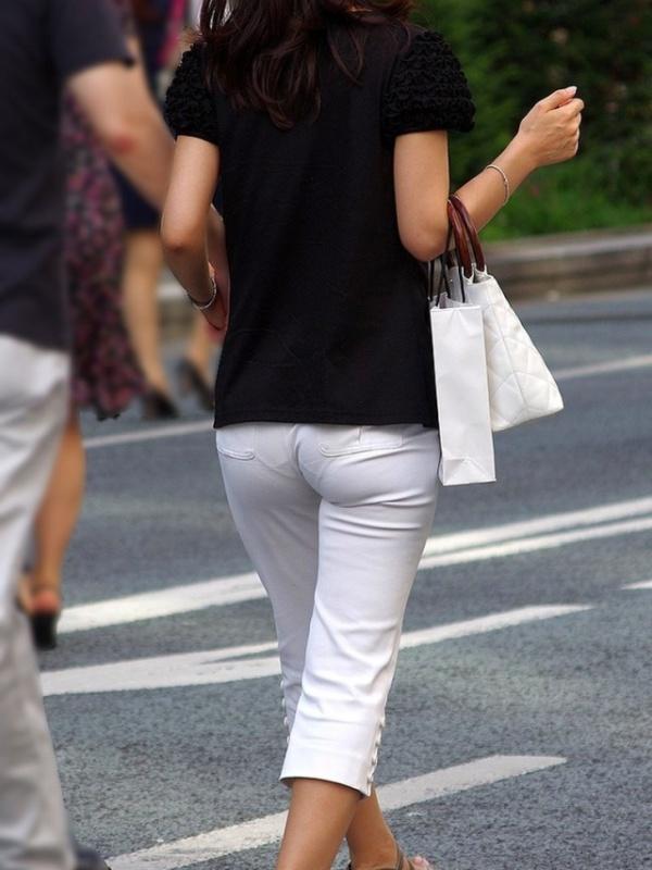 白い服を着てパンツが透けてる素人女子 (8)