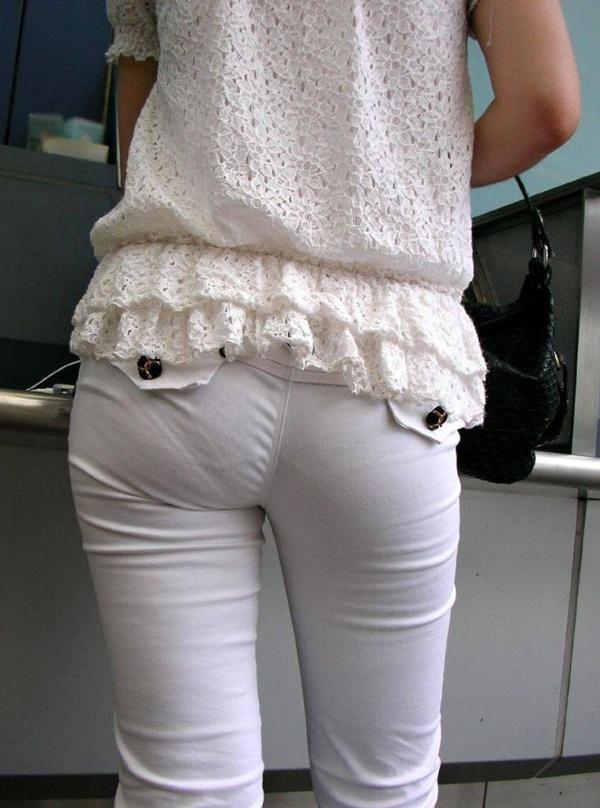 白い服を着てパンツが透けてる素人女子 (6)