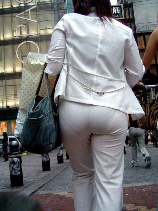 白い服を着てパンツが透けてる素人女子 (9)