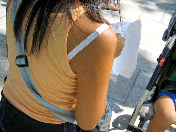 ブラジャーの肩紐がハミ出てる (3)