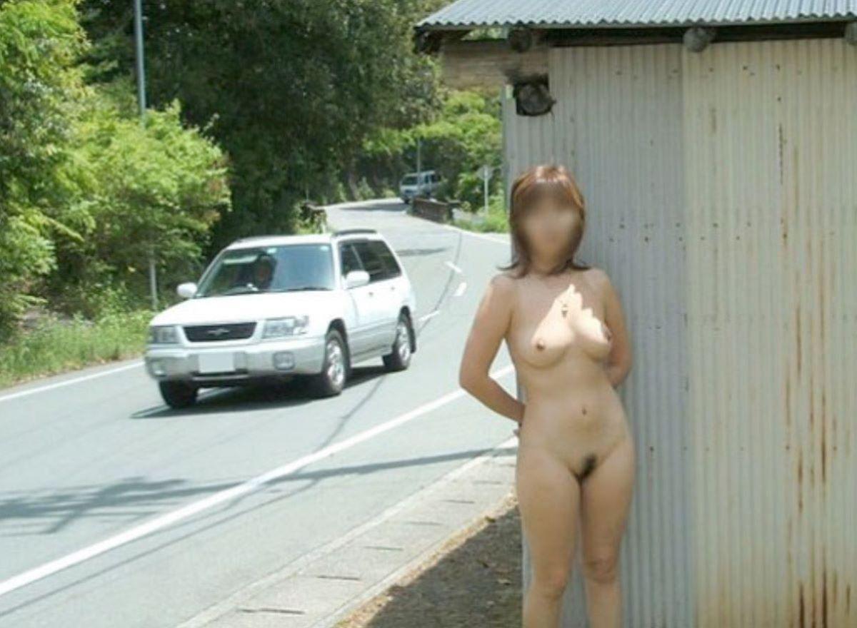 路上で全裸になっちゃった素人さん (14)