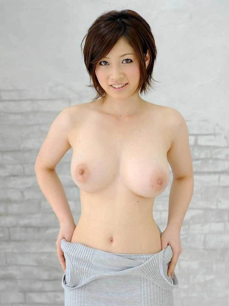 スレンダー美巨乳の美女 (14)