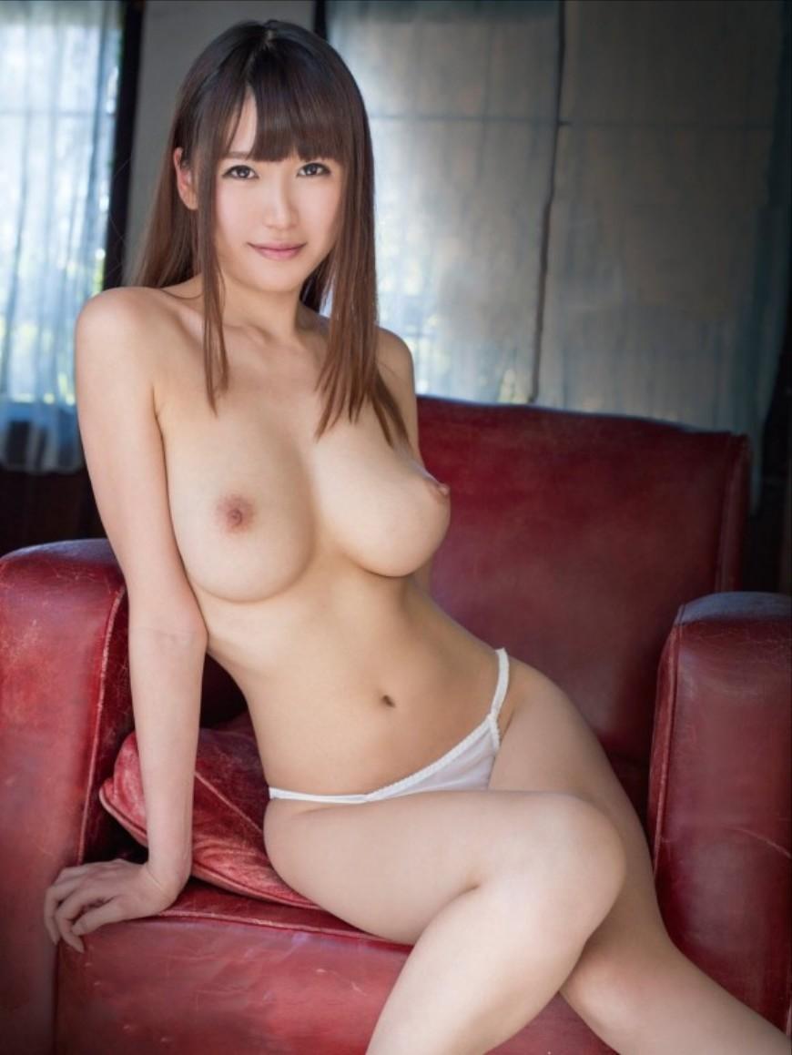 スレンダー美巨乳の美女 (19)