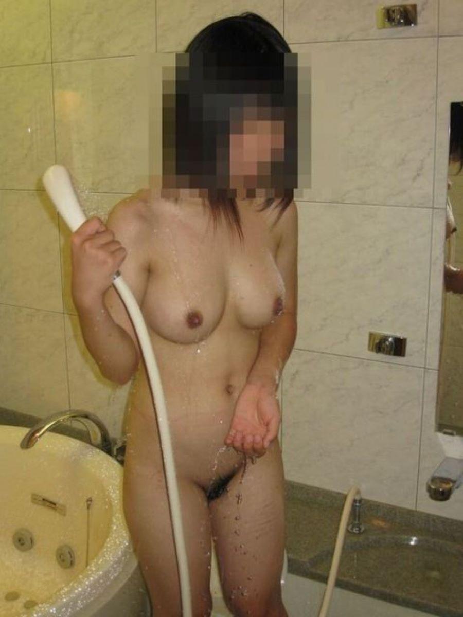 風呂場で全裸の素人女子 (7)