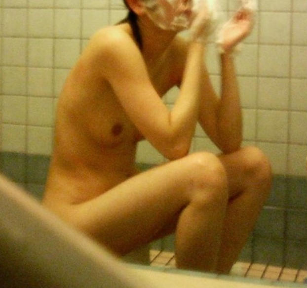 自宅で風呂に入ってる素っ裸の素人女子 (11)