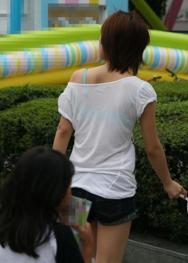 ブラ紐が丸出しの素人女子 (20)