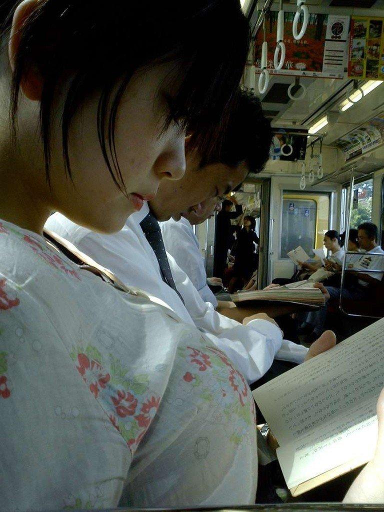 着衣巨乳に視線が集まる素人女子 (16)