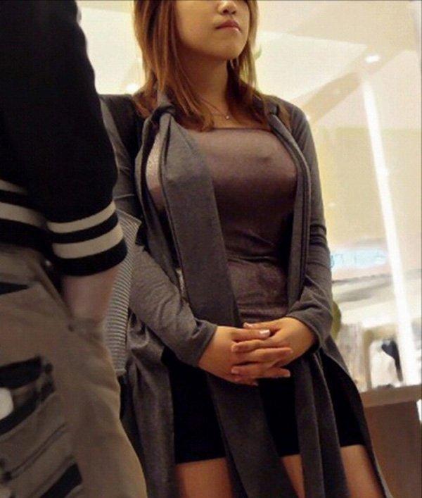 着衣巨乳に視線が集まる素人女子 (6)