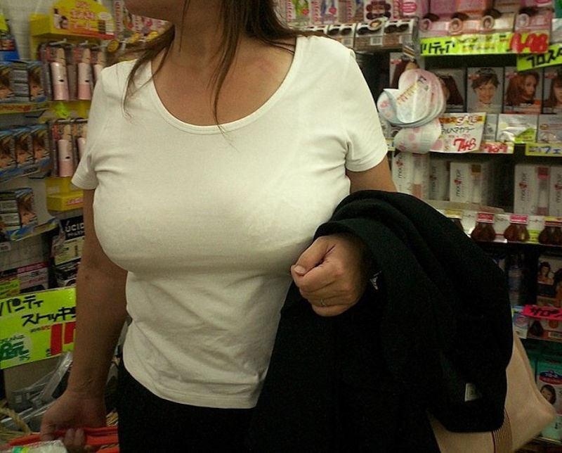 着衣巨乳に視線が集まる素人女子 (8)