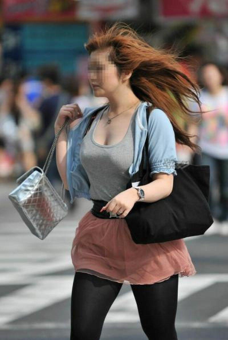 着衣巨乳の迫力あるデカパイ (4)