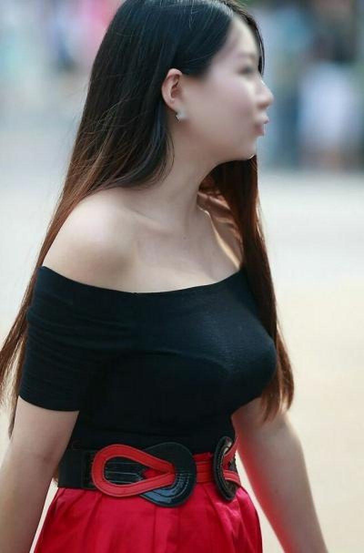 着衣巨乳の迫力あるデカパイ (19)