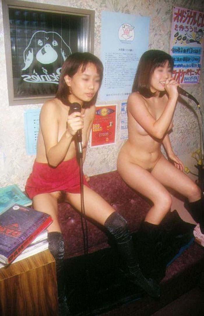 カラオケに来て全裸になっちゃう素人女子 (5)
