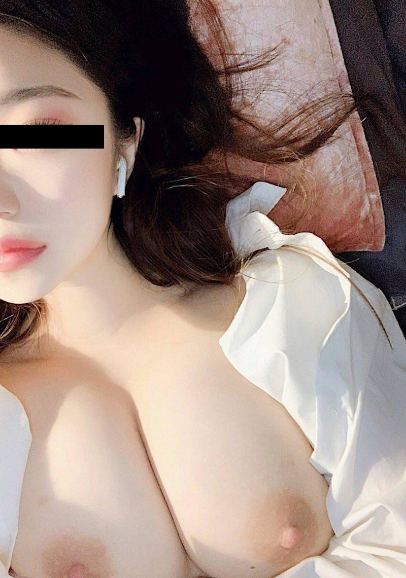 生おっぱいを自撮りしちゃう素人女子 (9)