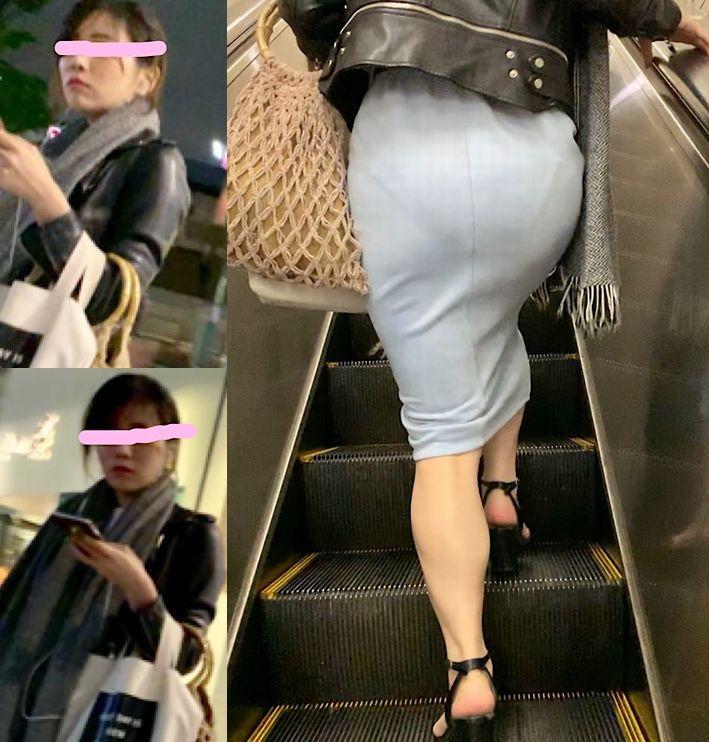 スカートからパンツが透けてる (4)