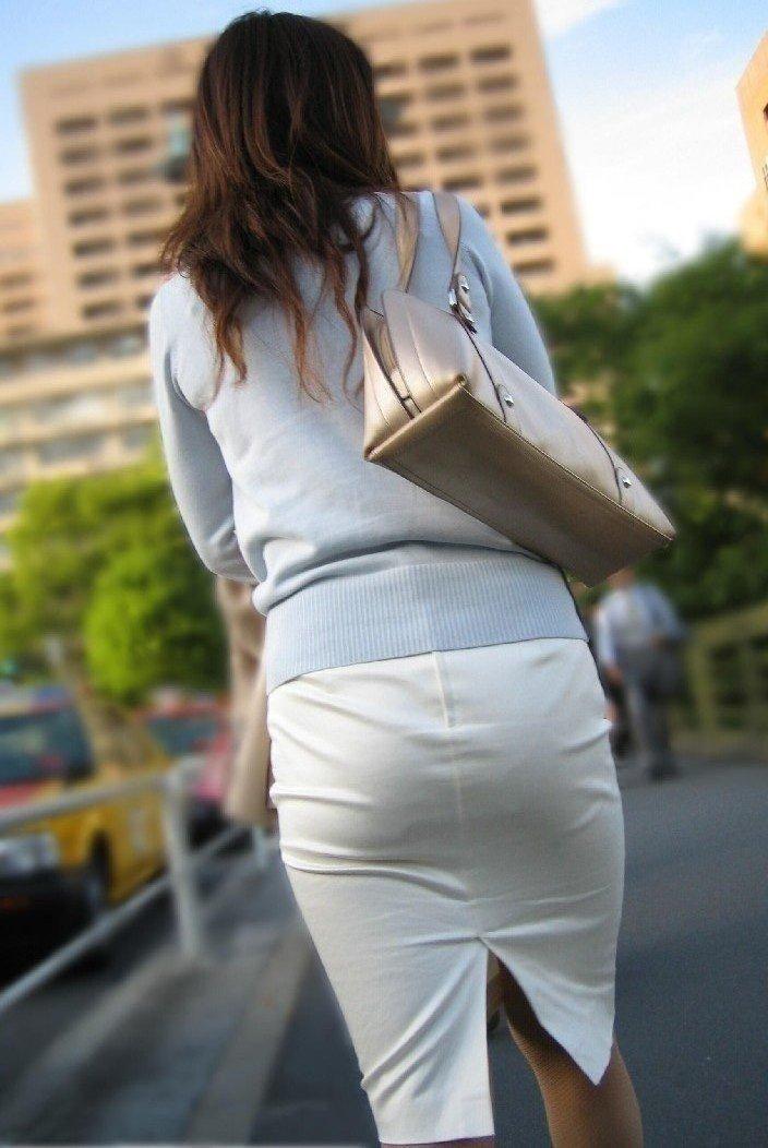 タイトスカートから透けパン (2)