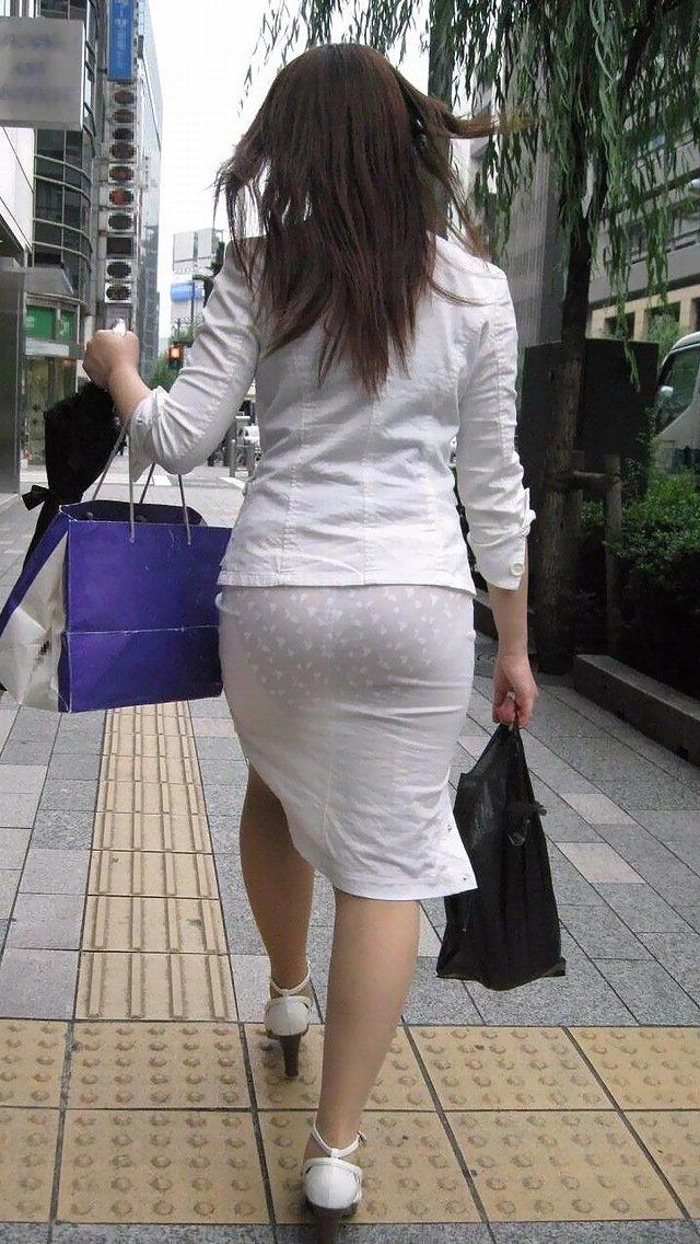 タイトスカートから透けパン (5)