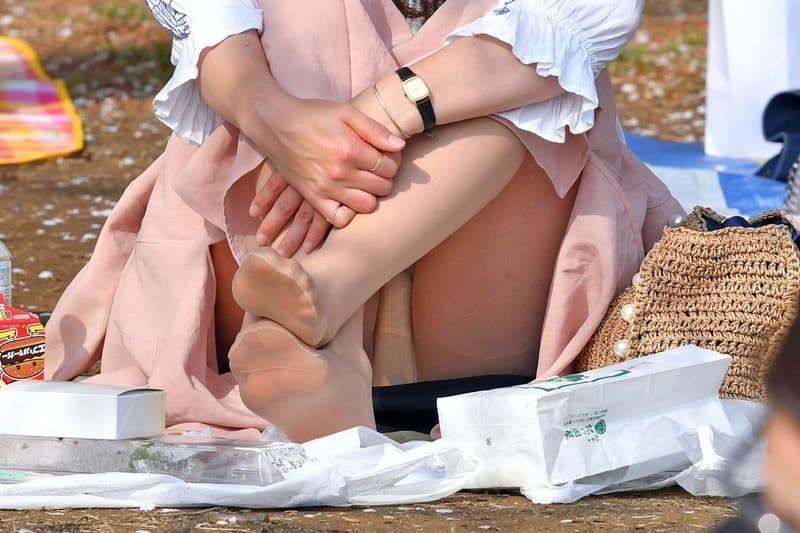 三角座りでパンチラしてる素人女子 (11)