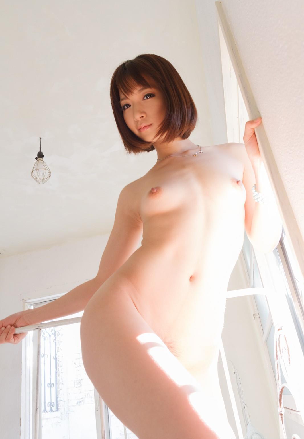 ウエストがクビレた裸の女性 (19)