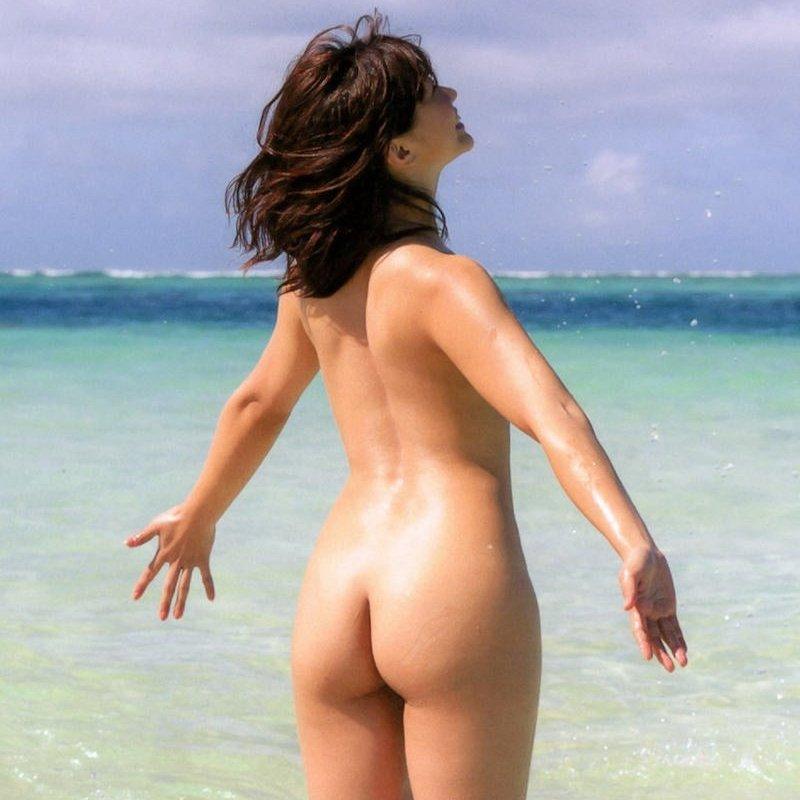 背中も腰も尻も美しい女性 (1)
