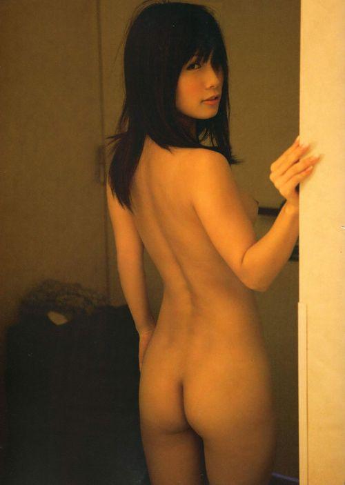 背中も腰も尻も美しい女性 (7)